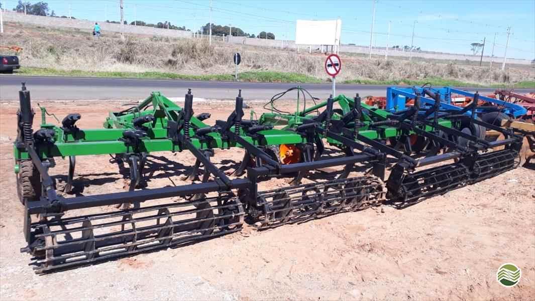 IMPLEMENTOS AGRICOLAS SUBSOLADOR 9 HASTES Tratorama Máquinas e Implementos UMUARAMA PARANÁ PR